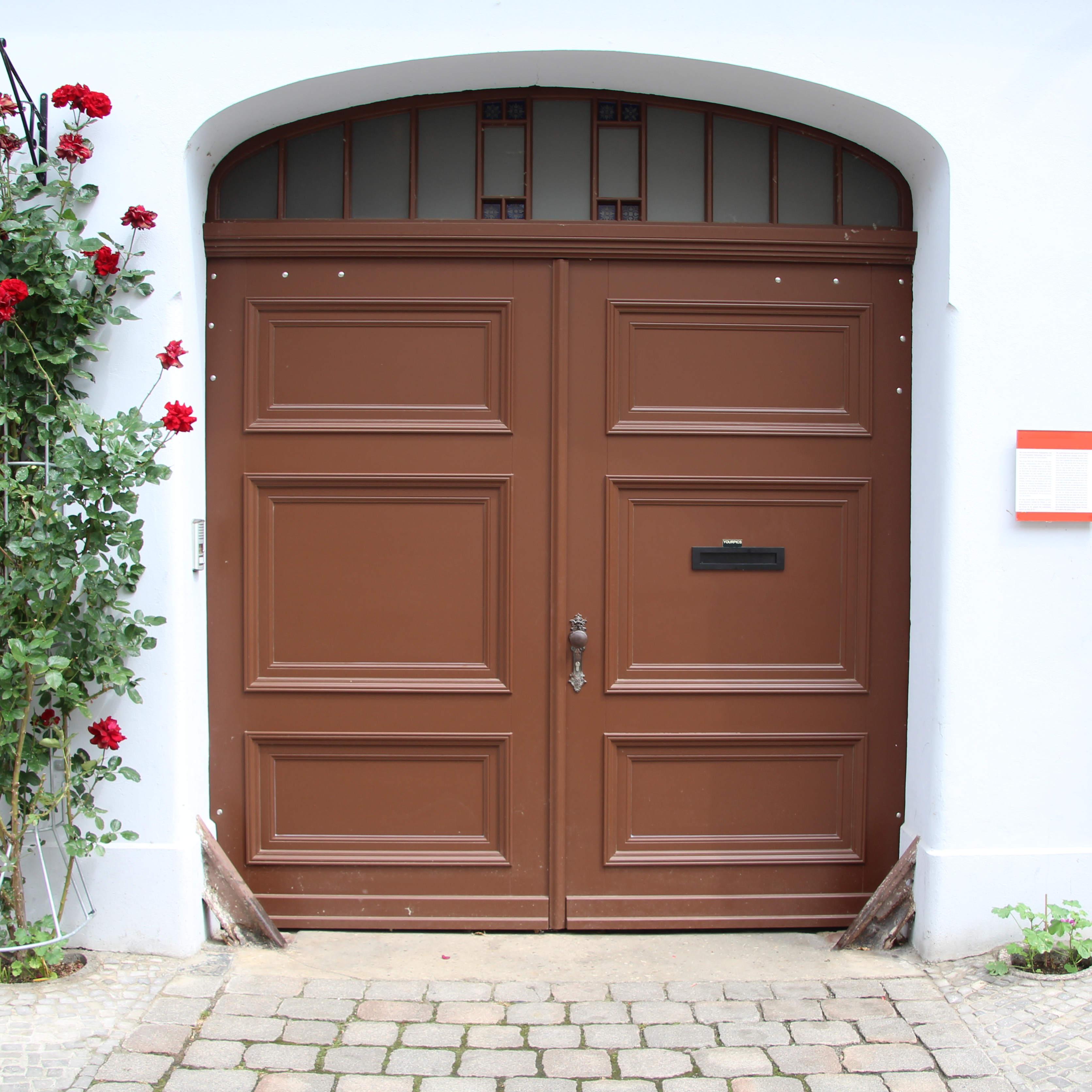 Eingangstor Braun