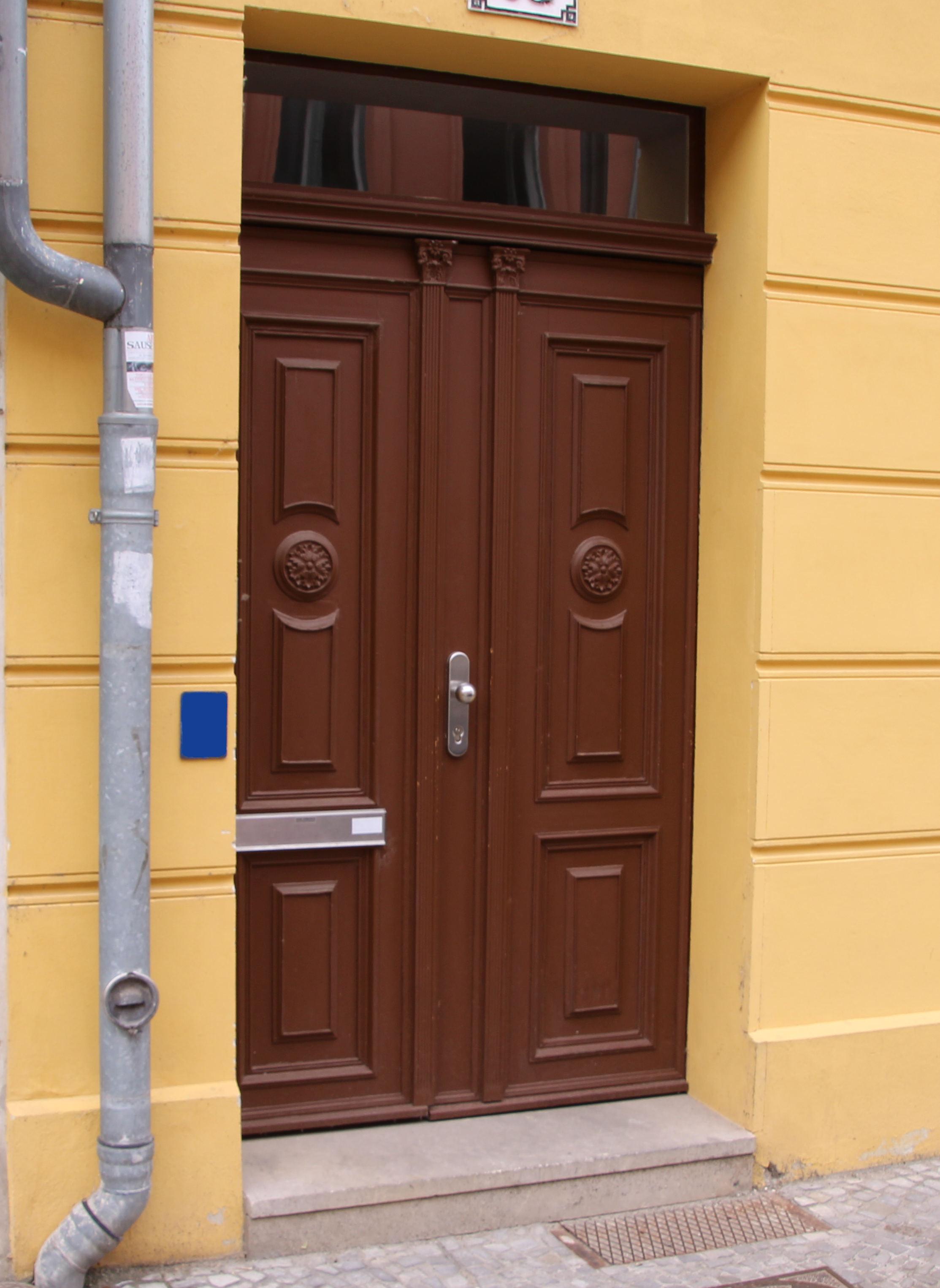 Eingangstür Braun