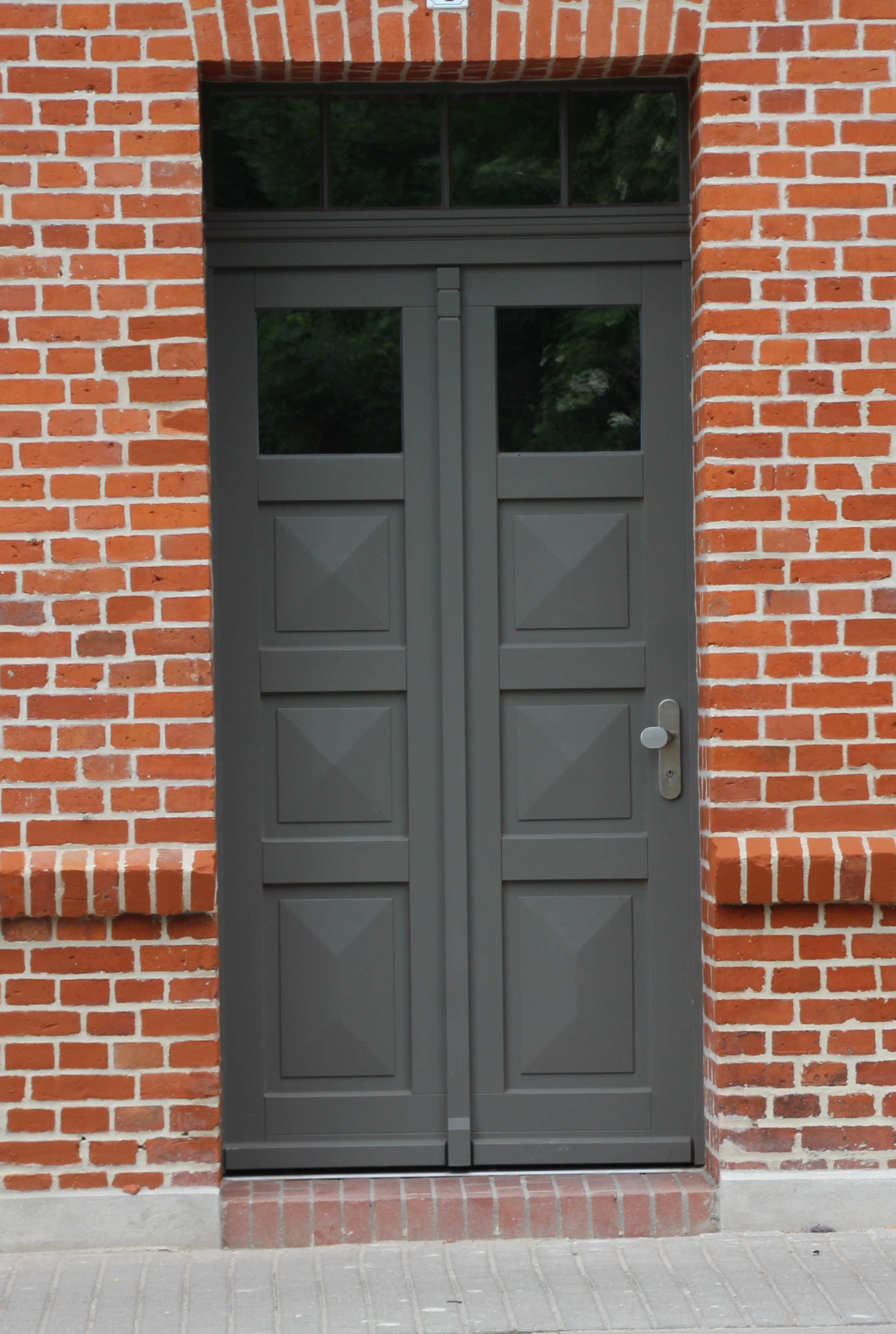 Eingangstür Grau